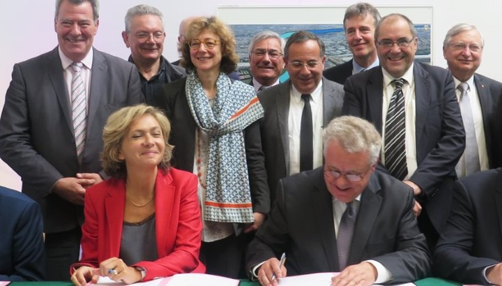 Signature de la convention de financement du prolongment de la RN406